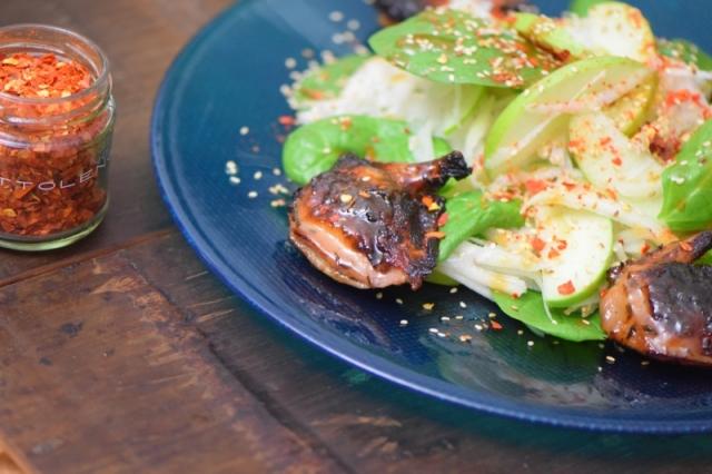 wachteln-mit-apfel-kohlrabi-salat-im-miso-dressing-7