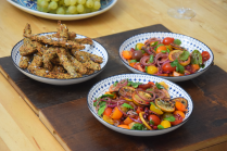 zitronen-tomatensalat-mit-gebackenen-melanzanischlangen-10