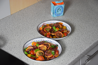 zitronen-tomatensalat-mit-gebackenen-melanzanischlangen-7