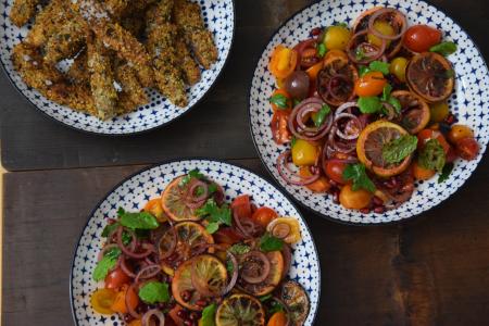 zitronen-tomatensalat-mit-gebackenen-melanzanischlangen-9