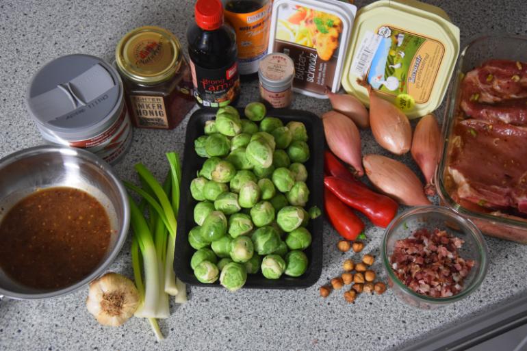 schweinskarree-mit-frittiertem-chili-und-rosenkohl-1
