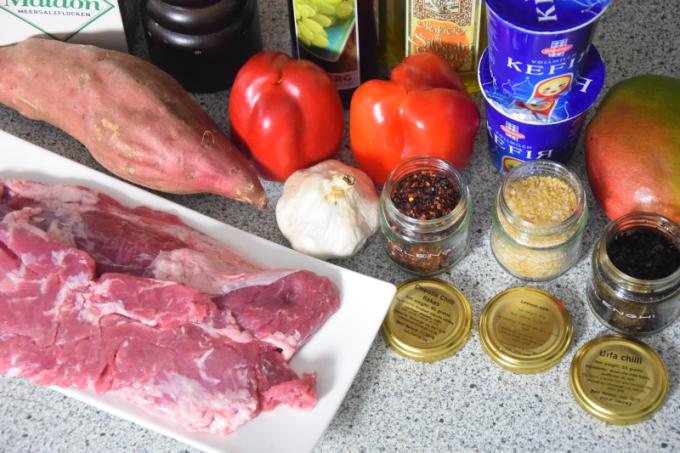 schwein-mit-chili-salsas-und-suskartoffel-chips-1