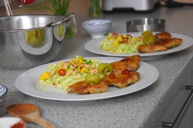 gebratenes-hahnchen-mit-mango-spitzkohlsalat-5