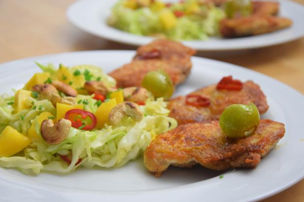 gebratenes-hahnchen-mit-mango-spitzkohlsalat-titel