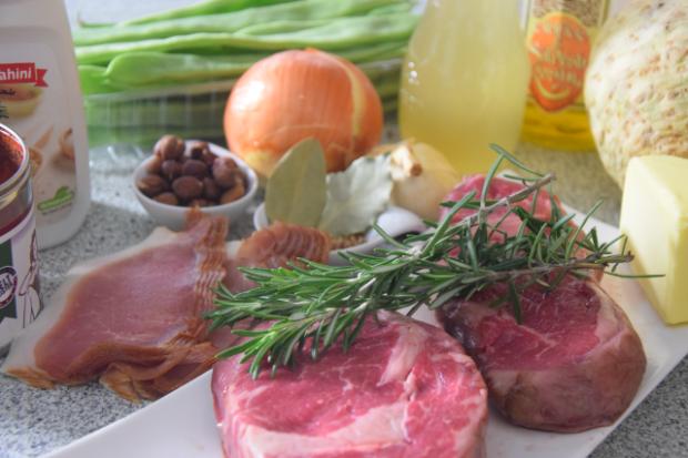 mit-speck-gefulltes-steak-selleriepuree-und-breite-bohnen-1