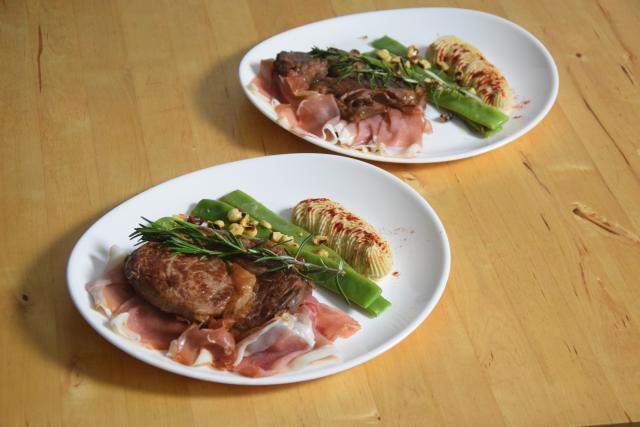mit-speck-gefulltes-steak-selleriepuree-und-breite-bohnen-6
