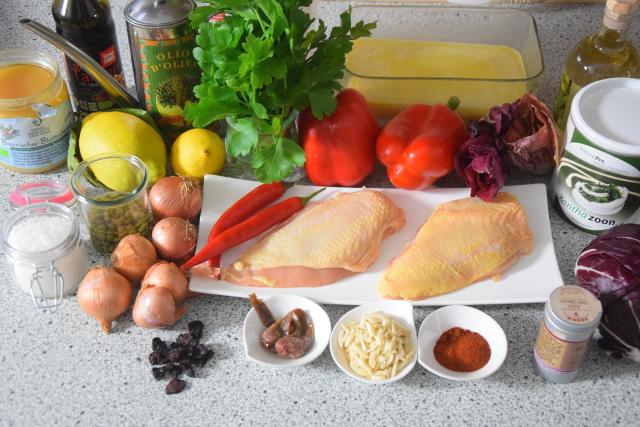 radicchiosalat-mit-beeren-hahnchen-mit-sardellen-salsa-1