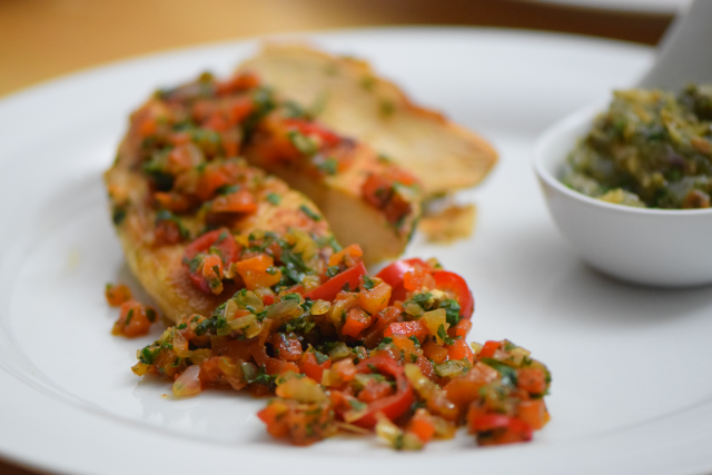 radicchiosalat-mit-beeren-hahnchen-mit-sardellen-salsa-10