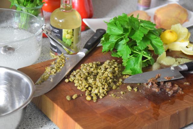 radicchiosalat-mit-beeren-hahnchen-mit-sardellen-salsa-2