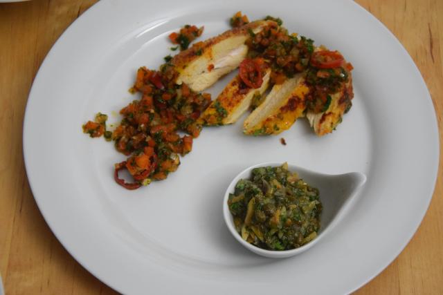 radicchiosalat-mit-beeren-hahnchen-mit-sardellen-salsa-7