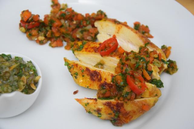 radicchiosalat-mit-beeren-hahnchen-mit-sardellen-salsa-8