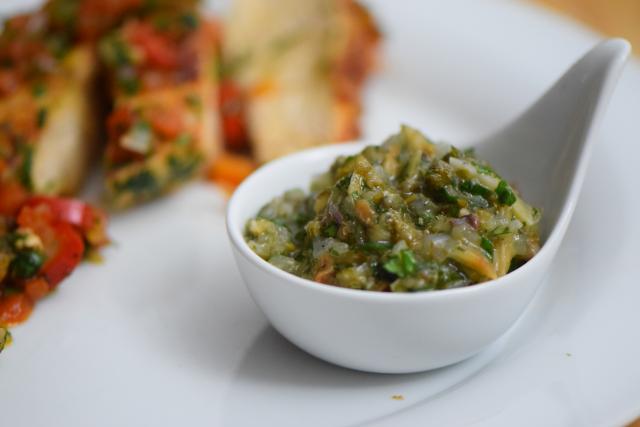 radicchiosalat-mit-beeren-hahnchen-mit-sardellen-salsa-9