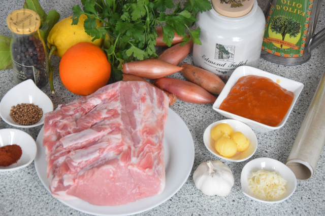 schweinskarree-mit-senf-marillen-chutney-und-apfelkraut-1