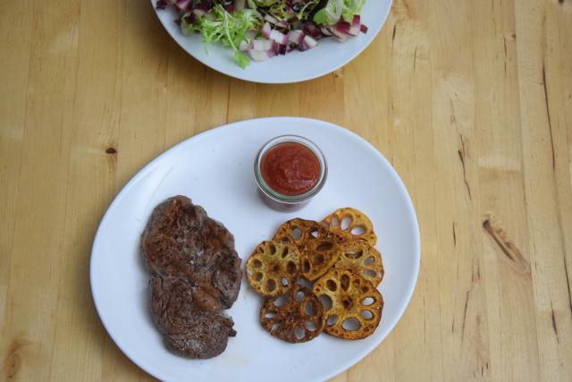 steak-mit-lotuswurzel-und-ketchup-1