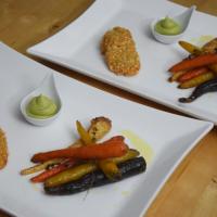 Hähnchenschnitzel mit Avocado-Wasabi-Creme und konfierten Karotten