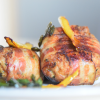 Kürbiskern-Schweinsfrikadelle mit Speck & Mayonnaise
