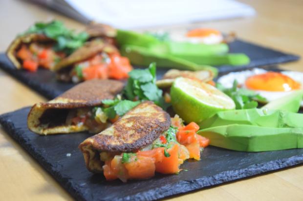 tortillas-mit-paprika-chili-salsa-7