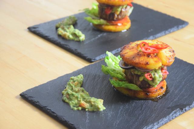 Ananas-Burger mit Avocadocreme (10)