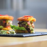 Ananas-Burger mit Avocadocreme