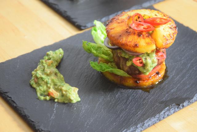 Ananas-Burger mit Avocadocreme (9)