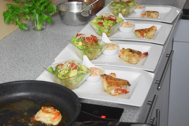 garnelenhuhn-mit-cocktailsauce-im-salat-4