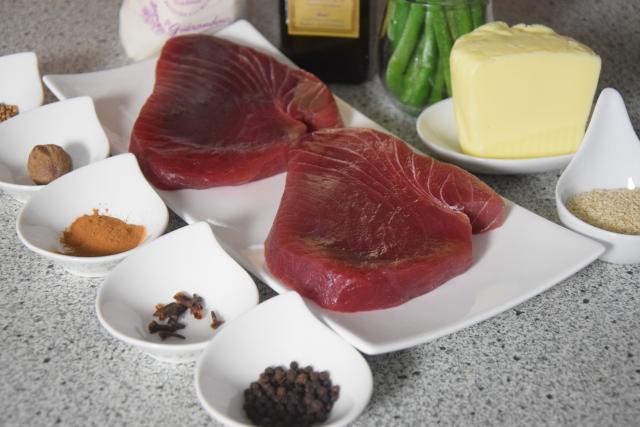 Gegrillter Thunfisch in Sesam (1).png