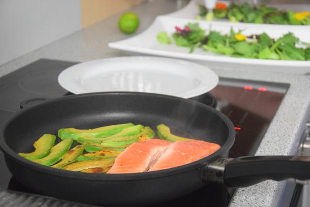 Salat mit Avocadocreme und Lachs (3)
