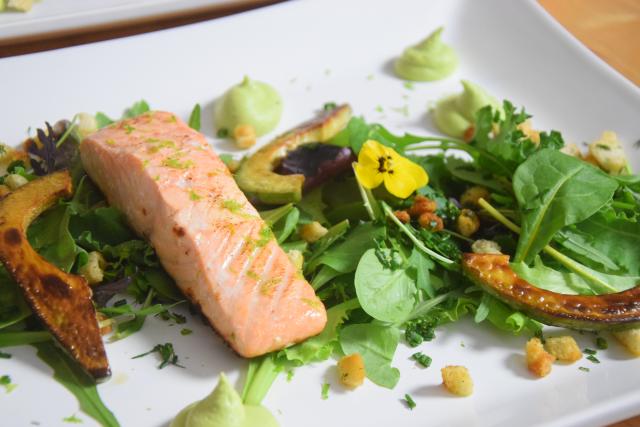 Salat mit Avocadocreme und Lachs (5)