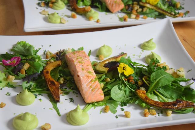 Salat mit Avocadocreme und Lachs (6)