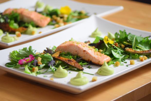 Salat mit Avocadocreme und Lachs (7)