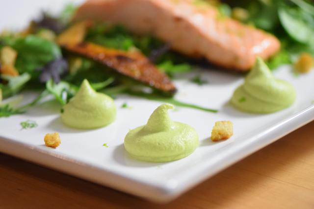 Salat mit Avocadocreme und Lachs (8)