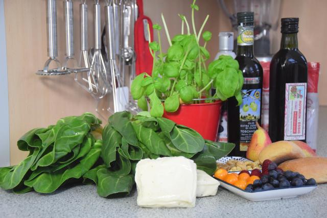 Zartbitterer Mangold-Salat mit Haloumi (1).png