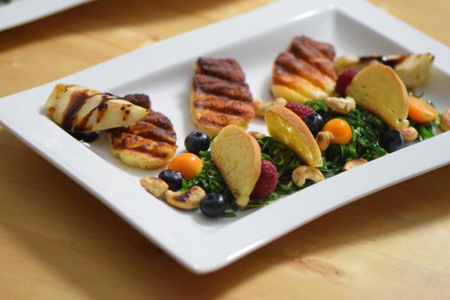 Zartbitterer Mangold-Salat mit Haloumi (10)