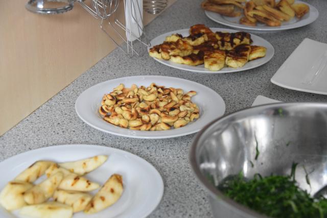 Zartbitterer Mangold-Salat mit Haloumi (3)