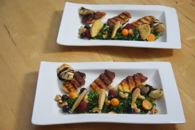 Zartbitterer Mangold-Salat mit Haloumi (6)