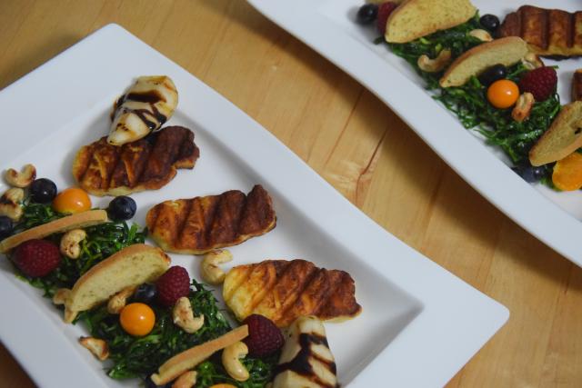 Zartbitterer Mangold-Salat mit Haloumi (7)