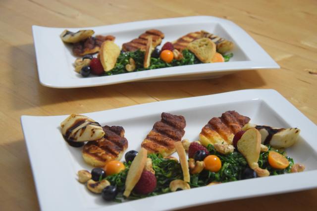 Zartbitterer Mangold-Salat mit Haloumi (9)