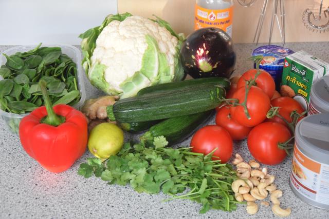 zucchini-melanzani-pfanne-mit-blumenkohlreis-und-cashew-nussen-1