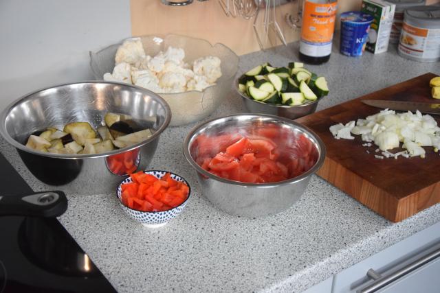 zucchini-melanzani-pfanne-mit-blumenkohlreis-und-cashew-nussen-2