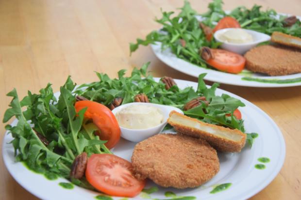 Sellerieschnitzel mit Löwenzahn-Salat (3)