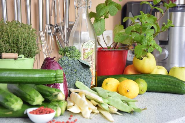 Gegrillter Zucchini-Salat mit Cucumber Cocktail (1)
