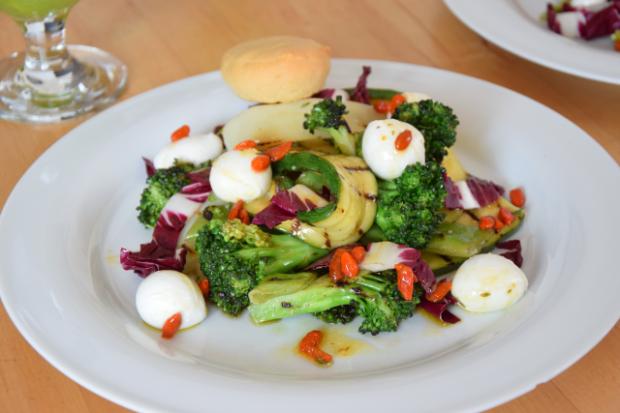 Gegrillter Zucchini-Salat mit Cucumber Cocktail (3)