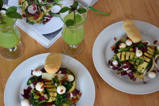 Gegrillter Zucchini-Salat mit Cucumber Cocktail (4)
