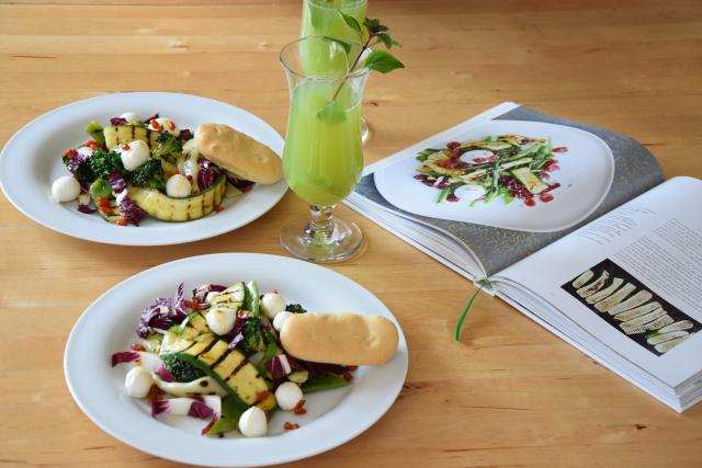 Gegrillter Zucchini-Salat mit Cucumber Cocktail (5)