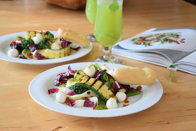 Gegrillter Zucchini-Salat mit Cucumber Cocktail (6)