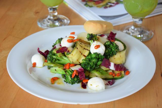 Gegrillter Zucchini-Salat mit Cucumber Cocktail (7)