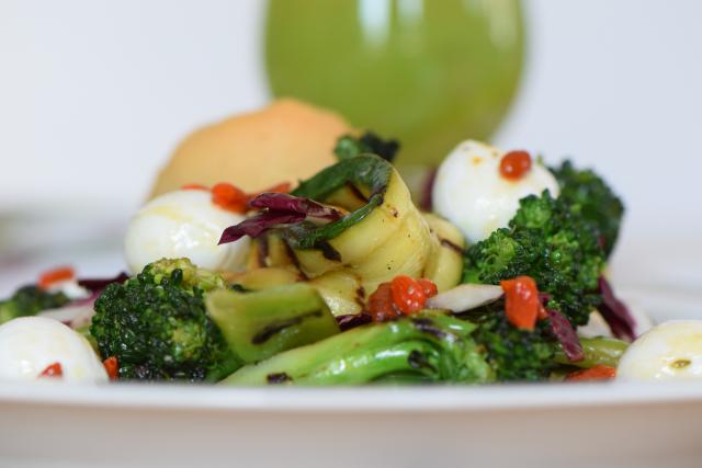 Gegrillter Zucchini-Salat mit Cucumber Cocktail (8)