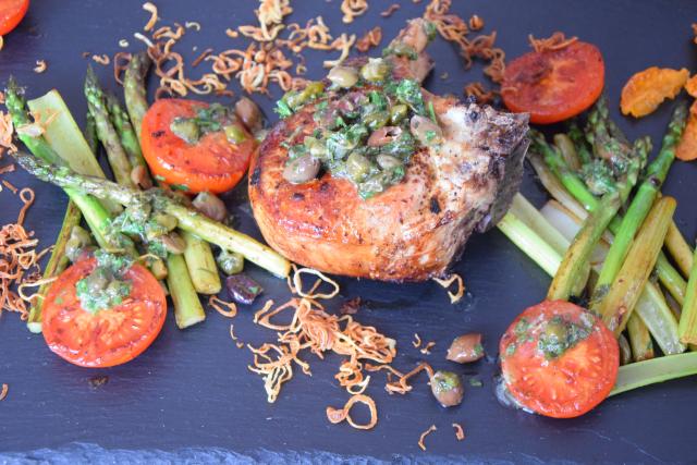 Kotelett mit Kapersauce und Gemüse der Saison (5)
