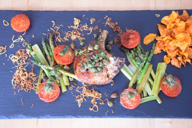 Kotelett mit Kapersauce und Gemüse der Saison (6)