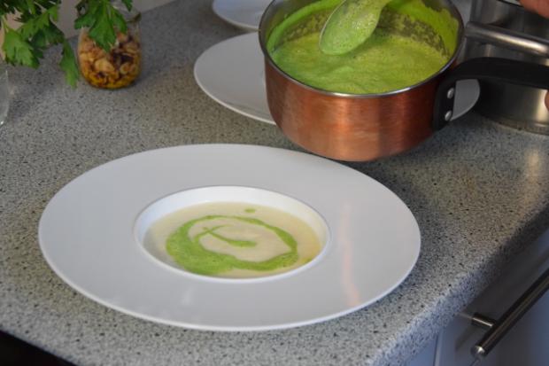 Petersilienblätter - und wurzelsuppe mit Haselnüssen (2)